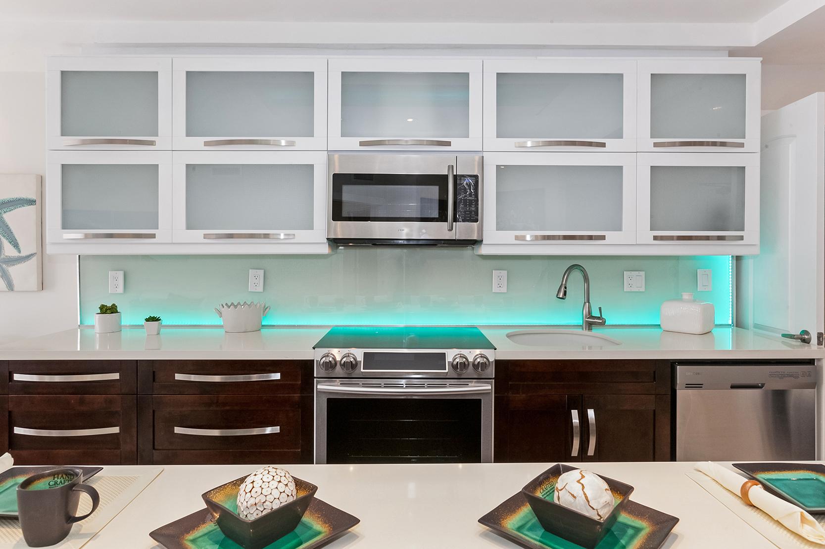 - Back-lit Backsplash LED Nohmis Design & Construction